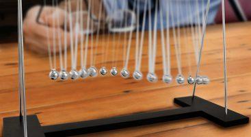 Pendulum Wave, die faszinierende Büropendelwelle auf www.gadgetzone.de
