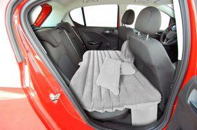 Schlafen im Auto - Ein Bett fürs Auto auf gadgetzone.de